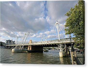 Hungerford Bridge, London, Uk Canvas Print by Carlos Dominguez