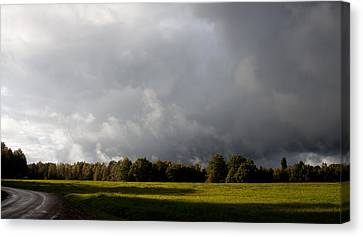 Incoming Rain Canvas Print by Robert Hellstrom