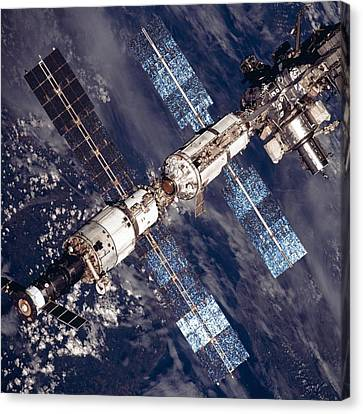 International Space Station In 2001 Canvas Print by Everett