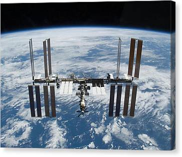 International Space Station In 2009 Canvas Print by Everett