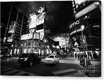 Intersection Of Yonge And Dundas At Night Yonge-dundas Square Toronto Ontario Canada Canvas Print