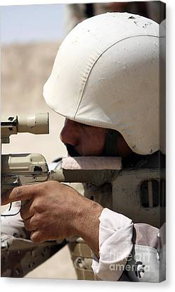 Iraqi Army Sergeant Sights Canvas Print by Stocktrek Images