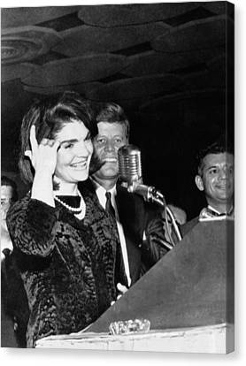 Jacqueline Kennedy Speaking In Spanish Canvas Print by Everett