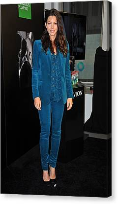 Jessica Biel Wearing A Gucci Suit Canvas Print