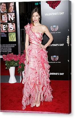 Jessica Biel Wearing An Oscar De La Canvas Print by Everett