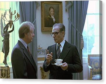 Jimmy Carter And The Shah Of Iran Talk Canvas Print by Everett