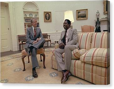 Jimmy Carter Chatting With Hank Aaron Canvas Print by Everett