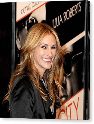Julia Roberts At Arrivals For Duplicity Canvas Print by Everett