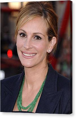 Julia Roberts At Arrivals For Larry Canvas Print by Everett
