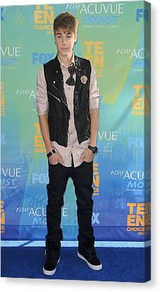Justin Bieber At Arrivals For 2011 Teen Canvas Print by Everett