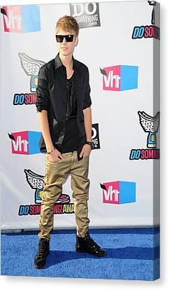 Justin Bieber At Arrivals For 2011 Vh1 Canvas Print