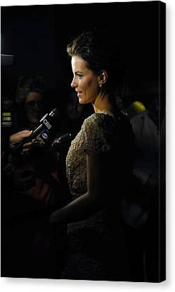 Kate Beckinsale At Arrivals For Nowhere Canvas Print by Everett