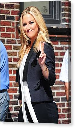 Sullivan Canvas Print - Kate Hudson At Talk Show Appearance by Everett