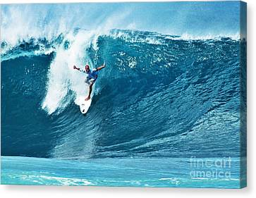 Kelly Slater At Pipeline Masters Contest Canvas Print by Paul Topp