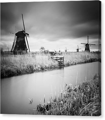 Kinderdijk 01 Canvas Print by Nina Papiorek