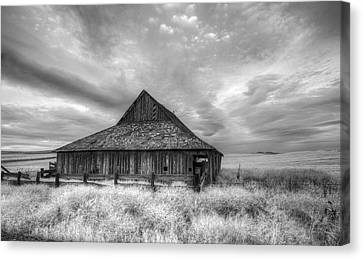 Lack Luster Barn Canvas Print by Jean Noren