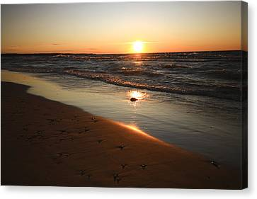 Canvas Print featuring the photograph Lake Michigan Sunset by Patrice Zinck