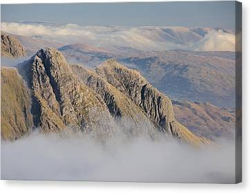Langdale Pikes Canvas Print by Stewart Smith