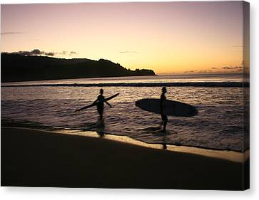 Canvas Print featuring the photograph Last Wave Of The Day by Lennie Green