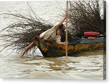 Life On Lake Tonle Sap 3 Canvas Print by Bob Christopher