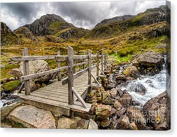 Llyn Idwal Bridge Canvas Print by Adrian Evans