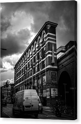 London's Flat Iron Canvas Print by Lenny Carter