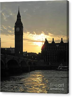 London's Golden Glow Canvas Print by Louise Peardon