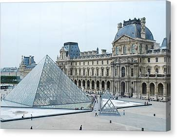 Louvre In Paris Canvas Print by David Taylor