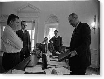 Lyndon Johnson With Former Kennedy Canvas Print by Everett