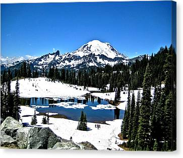 Canvas Print featuring the photograph Majestic Rainier by Rob Green