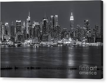 Manhattan Twilight Vii Canvas Print by Clarence Holmes
