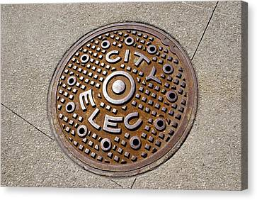 Manhole Cover In Chicago Canvas Print by Mark Williamson