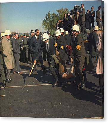 March On The Pentagon. Us Marshals Canvas Print by Everett