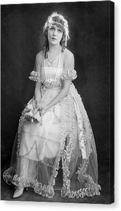 Mary Pickford In Her Wedding Dress, 1920 Canvas Print by Everett