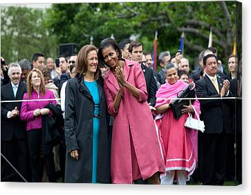 Michelle Obama And Mrs. Margarita Canvas Print by Everett