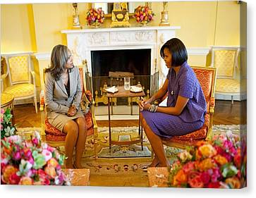 Michelle Obama Talks With Elizabeth Canvas Print