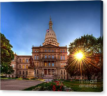 Michigan Capitol - Hdr-1 Canvas Print by Larry Carr