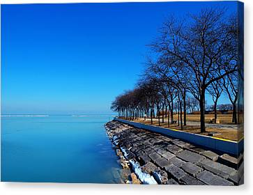 Michigan Lakeshore In Chicago Canvas Print by Paul Ge