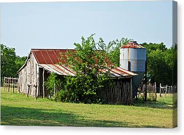 Middle Barn Canvas Print by Lisa Moore