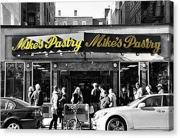 Mikes Pastry In Boston 2011 Canvas Print