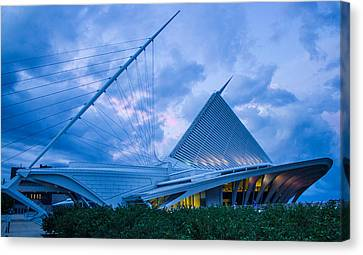 Milwaukee Art Museum At Twilight Canvas Print by Vincent Buckley