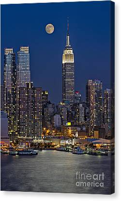 Moonrise Along The Empire State Building Canvas Print by Susan Candelario