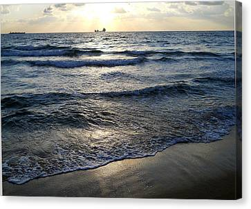 Canvas Print featuring the photograph Morning Surf by Clara Sue Beym
