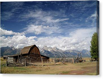Canvas Print featuring the photograph Moulton Barn by Geraldine Alexander