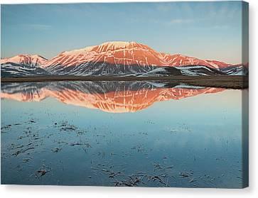 Mount Vettore Canvas Print by Photographer  Renzi Tommaso  tommyre00@hotmail.it