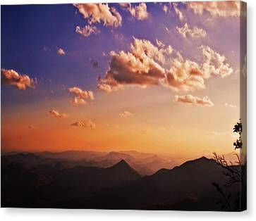 Mountain Sunset Canvas Print by Susan Leggett