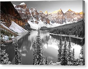 Mountains In The Valley Canvas Print by Sumit Mehndiratta