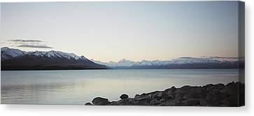 Mt Cook From Lake Pukaki Canvas Print by Peter Mooyman
