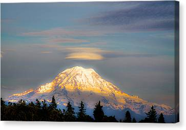 Mt Rainier Sunset With Lenticular Clouds Canvas Print by David Patterson