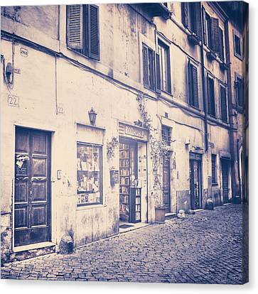 narrow street in Rome Canvas Print by Joana Kruse